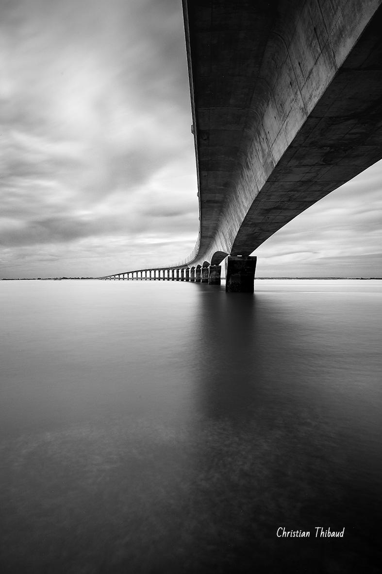 Enjamber la mer ... (pont de l'Île-de-Ré)