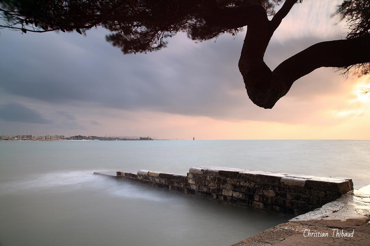 Ombre sur mer ... (La Rochelle)