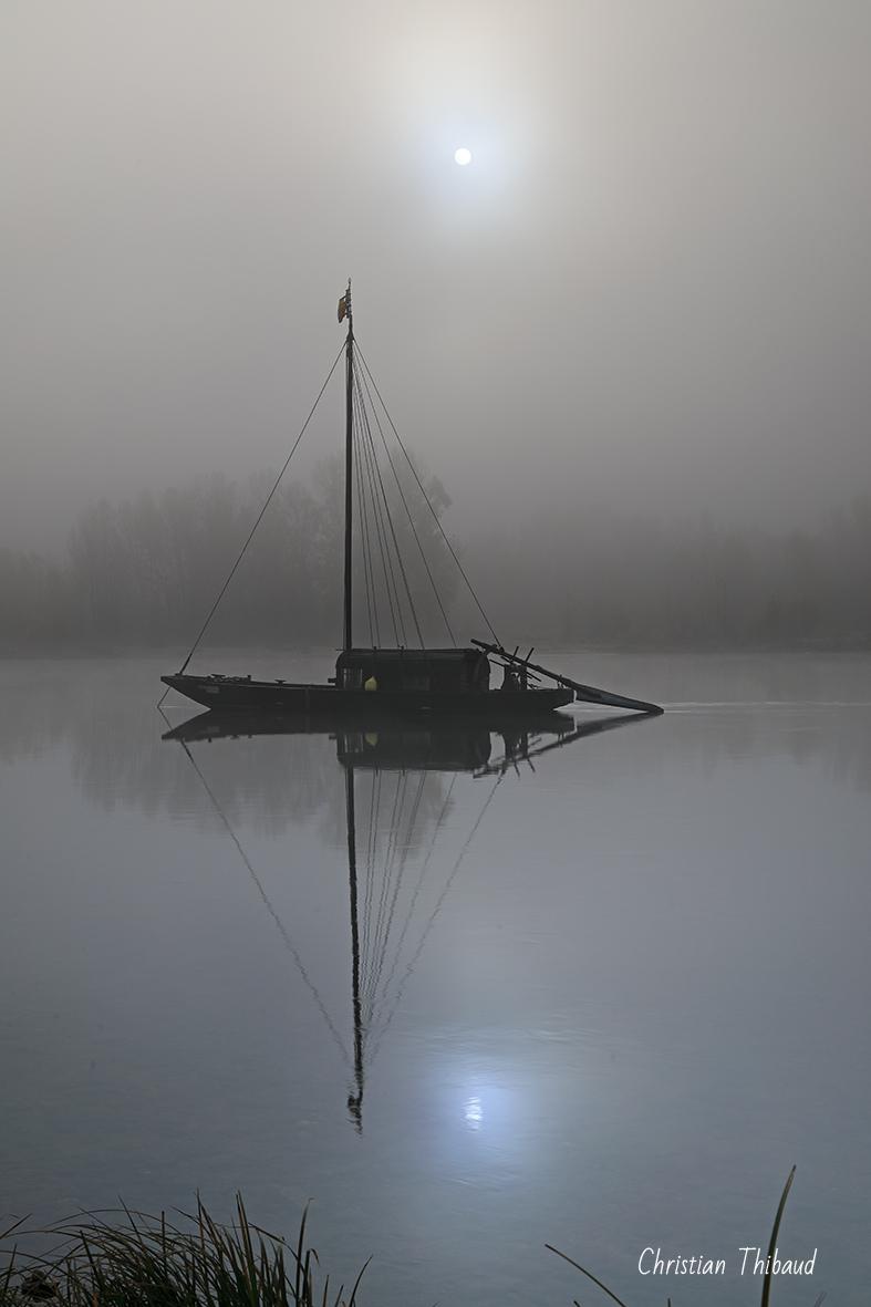 Quand le soleil se fait lune ... (Bords de Loire)