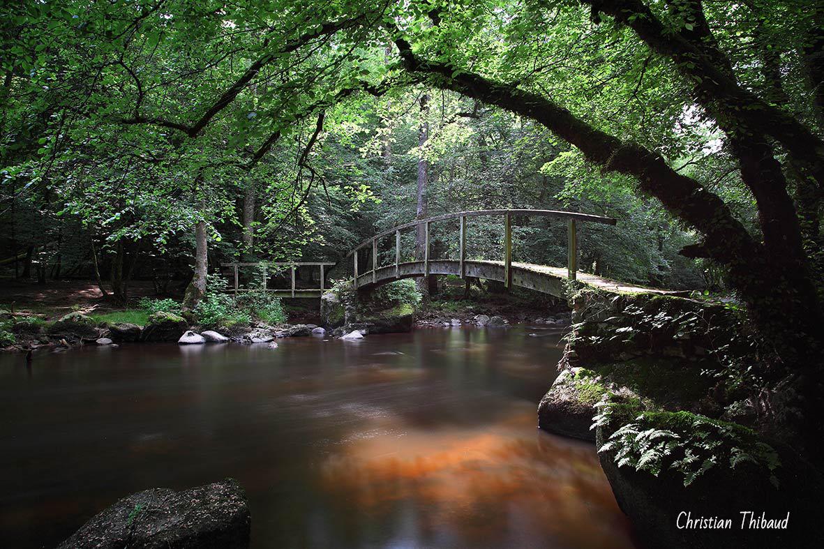 Sous le petit pont de bois (Autun)